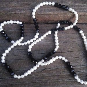 Jewelry - Fresh Water Pearl Necklace Black and White